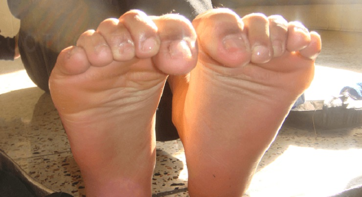 Toe extensor foot muscle stretches